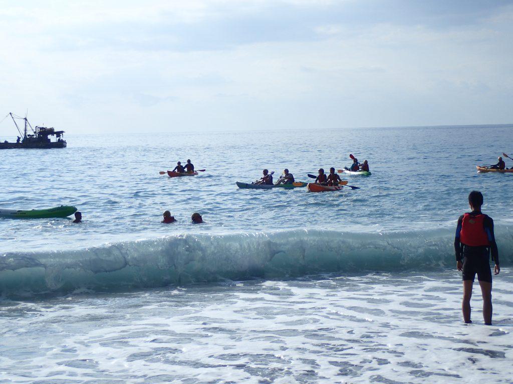 獨木舟與SUP都不是太輕鬆的水上活動,至少都會在水面上待兩到三個小時