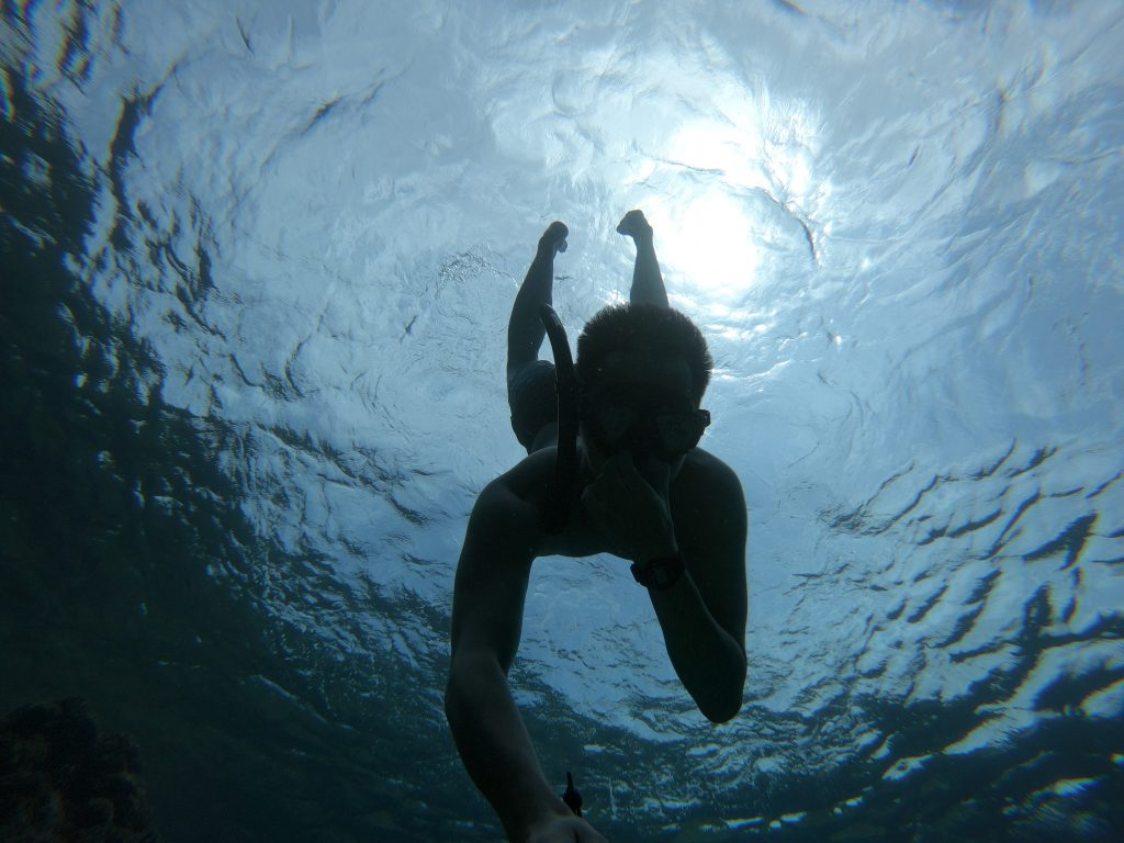 潛水是相當高風險的運動,因為在水下沒有什麼人可以幫助你