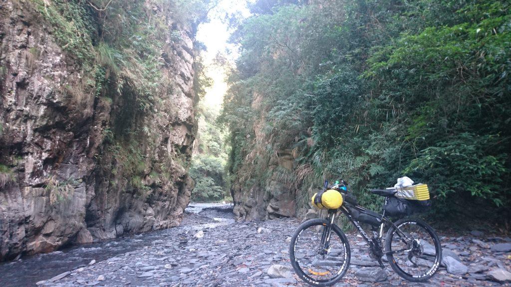 武界栗栖溪戲水其實是相當有名的觀光行程