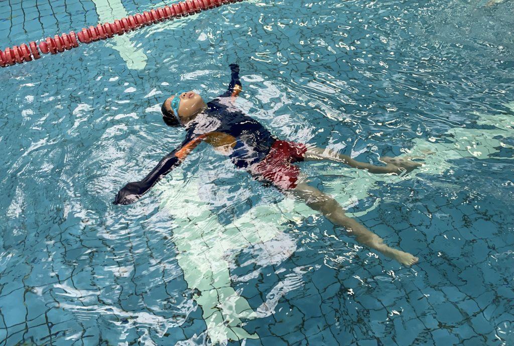 仰漂是所有自救技巧的根基,應特別要求其續航力