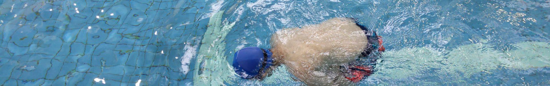 關於水中自救的迷思:為什麼溺水時不應該做水母漂?
